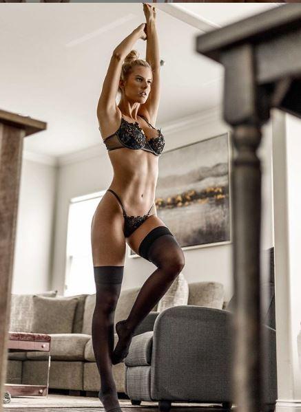 Brennah Black, sensual modelo americana que te dejará cautivado