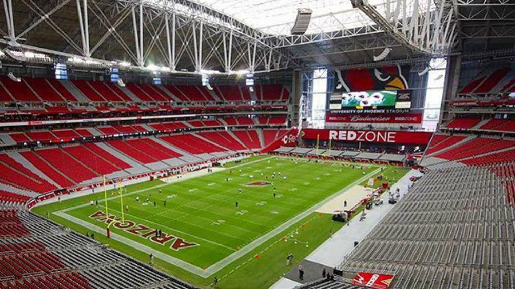 Estadio de la Universidad de Arizona visto desde adentro