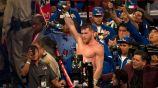 Saúl Álvarez festeja su triunfo contra GGG