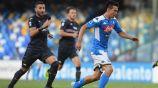 Hirving Lozano en acción con Napoli en San Paolo
