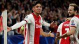 Edson Álvarez festeja su gol con el Ajax