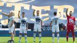 Jugadores de Pumas entonando el himno de la institución