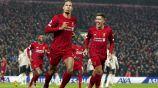 Van Dijk festeja una anotación contra el Manchester United