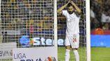 Oribe Peralta se lamenta en partido con Chivas