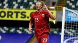 Erling Haaland en festejo de gol con Noruega