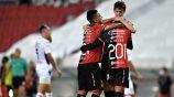Jugadores de la Academia festejan gol ante La Máquina