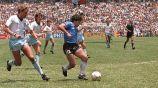 Maradona burla a jugadores ingleses en México 86