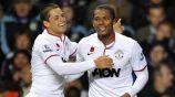 Chicharito y Valencia durante un partido con el Manchester United