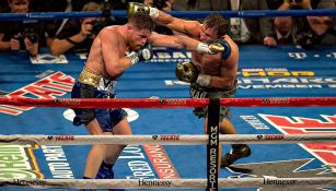 Saúl 'Canelo' Álvarez en combate con Gennady Golovkin