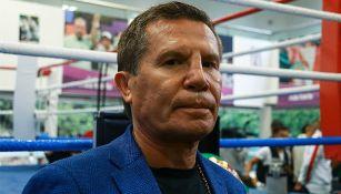 Julio César Chávez en un gimnasio