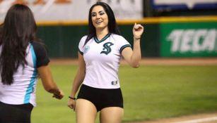 Maria José Méndez, durante un juego de los Saraperos de Saltillo