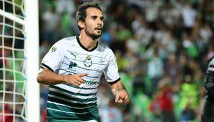 Armenteros celebra un gol con Santos Laguna