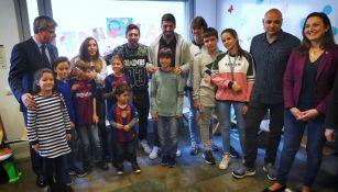 Messi y Luis Suárez durante su visita al Hospital de Sant Pau