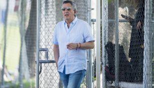Jorge Vergara llega a un entrenamiento de Chivas