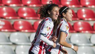 Tania Morales festeja con sus compañeras su gol contra Querétaro