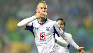 Alemao festeja un gol con Cruz Azul