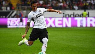 Carlos Salcedo en partido contra el Borussia Dortmund