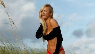 Summer Rae disfruta de unas vacaciones en la playa