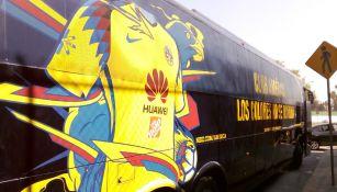 El camión del América cambió de imagen para llevar su nueva indumentaria