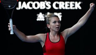 Simona Halep festeja tras vencer a Angelique Kerber en la Semifinales del Australian Open