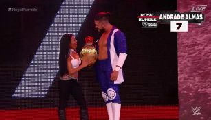 Andrade 'Cien' Almas entra al ring de Royal Rumble