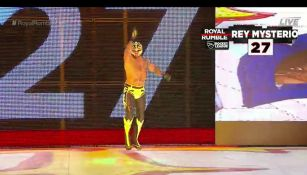 Rey Mysterio entra a Royal Rumble