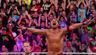 Shinsuke Nakamura festeja triunfo en Royal Rumble