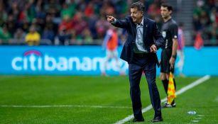 Juan Carlos Osorio da indicaciones en juego contra Bosnia