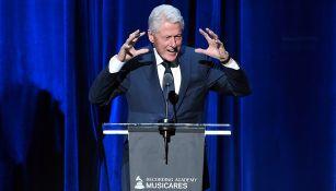 Bill Clinton da un discurso durante una ceremonia en Nueva York