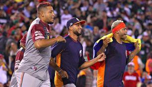 Jugadores de Venezuela festejan tras vencer a México