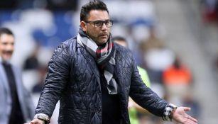 Mohamed se queja durante un juego con Rayados