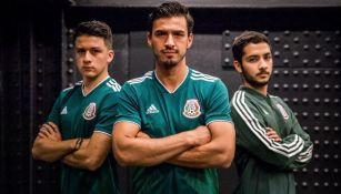 Alanís posa con la nueva camiseta del Tricolor