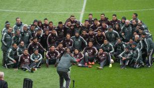 Selección Mexicana posa para una foto