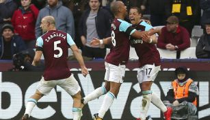 Chicharito festeja gol con West Ham