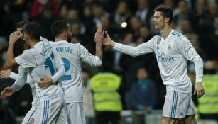 CR7 festeja con sus compañeros uno de sus goles contra la Real Sociedad