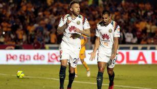 Ménez celebra su gol desde los once pasos