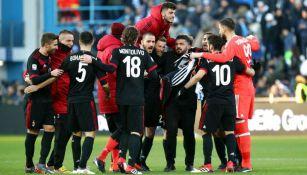 Jugadores del Milan en festejo frente a Spal
