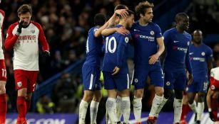 Jugadores del Chelsea celebran una anotación