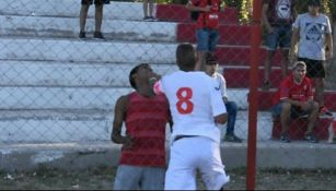 Jugador del Independiente de Neuquén golpea a aficionado