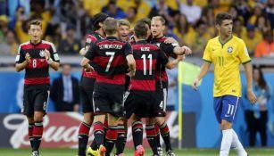 Selección de Alemania festeja triunfo sobre Brasil