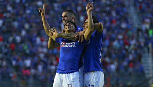 Mena, Mora y Méndez celebran un gol con La Máquina