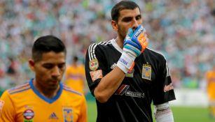 Nahuel Guzmán en lamento durante un encuentro contra Santos