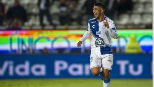 Víctor Guzmán festeja uno de sus goles con Pachuca
