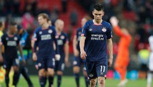 Chucky Lozano se lamenta tras la derrota contra Tottenham
