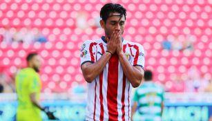 Gael Sandoval se lamenta en un juego con Chivas