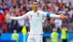 Cristiano Ronaldo reclama una acción durante juego de Portugal