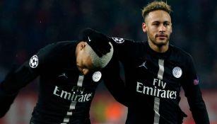 Mbappé y Neymar en partido con el PSG