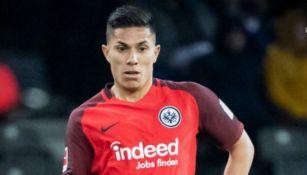 Carlos Salcedo en un partido del Eintracht
