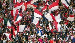 Afición de las Chivas durante su debut en el Clausura 2019