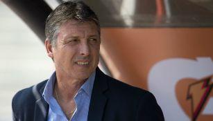 Robert Siboldi durante un encuentro ante Pumas